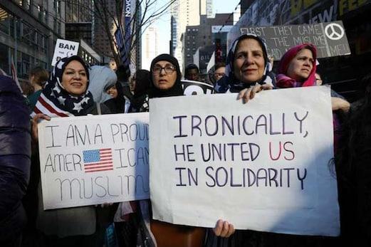 امریکی ممبر پارلیمنٹ نے مسلمانوں سے پوچھا، کیا آپ اپنی بیوی کو پیٹتے ہیں؟