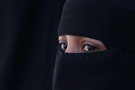 جرمنی میں با حجاب خاتون کے ساتھ بدسلوکی ، بس میں بٹھانے سے انکار، ڈرائیور کے خلاف مقدمہ درج