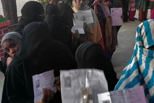 یوپی الیکشن : بی جے پی کا نیا شگوفہ ، با حجاب خواتین کی شناخت کیلئے خاتون پولیس اہلکاروں کی ہو تعیناتی