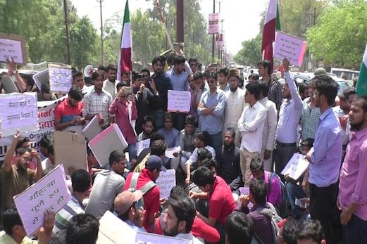 گائے کے تحفظ کی آڑ میں مسلمانوں کے قتل عام کے خلاف اے ایم یو طلبہ یونین کا احتجاج
