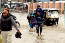 وادی کشمیر میں شدید بارش اور برف باری ، سیلاب جیسی صورتحال ،مسجد کی دیوار منہدم، تعلیمی ادارے بند