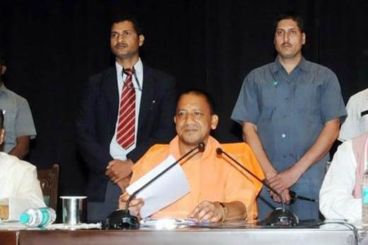 لا اینڈ آرڈر کو لے کر سوالات کی زد میں وزیراعلی یوگی کی سماج دشمن عناصر کی شناخت کر کے انہیں جیل بھیجنے کی ہدایت