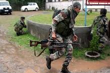 کشمیر میں جنگجوؤں کی فائرنگ میں ایک پولیس جوان اور دو شہریوں سمیت چار ہلاک