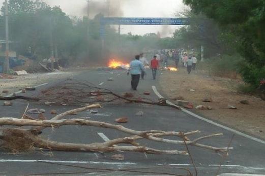 مدھیہ پردیش میں قرض معافی کے لئے آندولن چلا رہے کسانوں پر فائرنگ، تین ہلاک