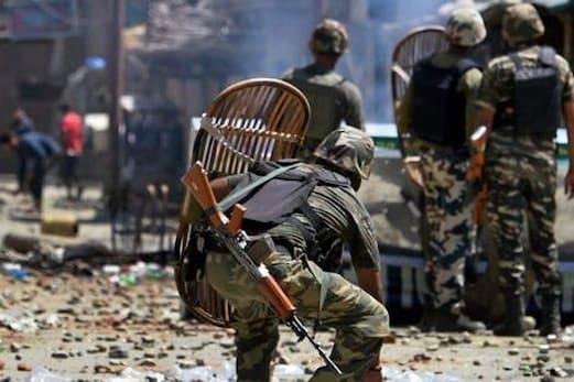 پلوامہ میں مسلح تصادم میں 2 جنگجو ہلاک، مختلف حصوں میں شدید احتجاجی مظاہرے