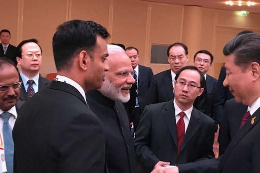 سکم میں تنازع کے باوجود وزیر اعظم مودی اور شی جن پنگ نے ملائے ہاتھ ، کئی امور پر ہوئی بات چیت