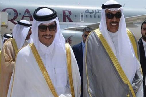 محمد بن عبدالرحمٰن الثانی( بائیں)، نے اس سے پہلے مطالبات کی فہرست کو مسترد کر دیا تھا۔ تصویر: الجزیرہ ڈاٹ کام۔