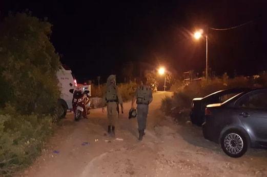 اسرائیلی سیکورٹی دستوں کا فلسطینی حملہ آور کے گھر پر حملہ، بھائی گرفتار