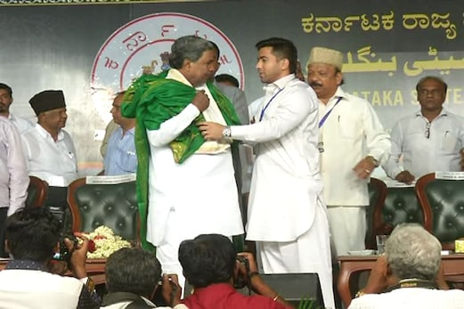 وزیر اعلیٰ سدرامیا کی موجودگی میں بنگلورو سے عازمین حج کا پہلا قافلہ سوئے حرم روانہ