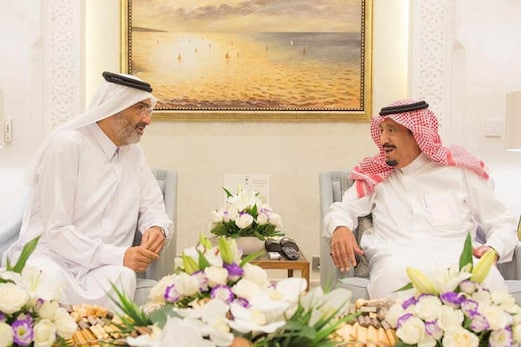 تعلقات میں کشیدگی کے درمیان قطری شاہی خاندان کے اہم لیڈر شیخ عبداللہ بن جاسم آل ثانی کی شاہ سلمان سے ملاقات