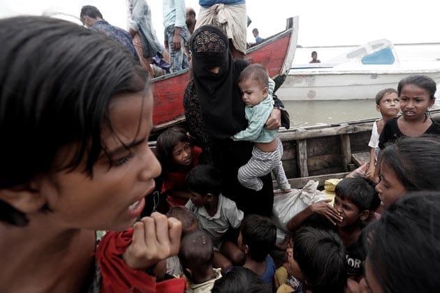 بنگلہ دیش میں پناہ گزیں روہنگیا مسلمان ۔ فائل فوٹو
