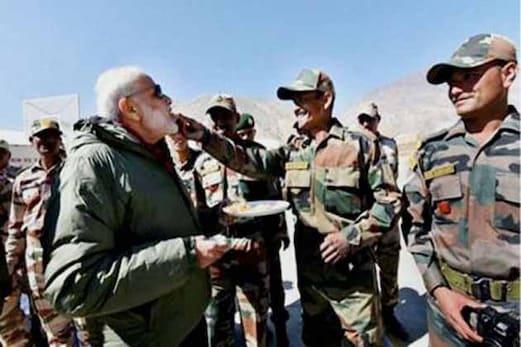 وزیر اعظم مودی نے لائن آف کنٹرول پر تعینات فوجیوں کے ساتھ منائی دیوالی ، اہل وطن کو دی مبارکبا د