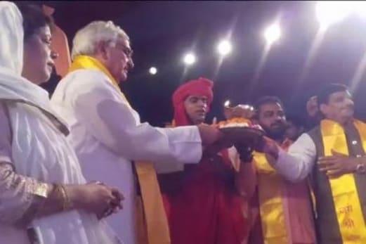 سلمان خورشید کی بھگوان رام کی آرتی کرنے والی ویڈیو وائرل ، علما نے کہا : توبہ کرکے دوبارہ کلمہ پڑھیں