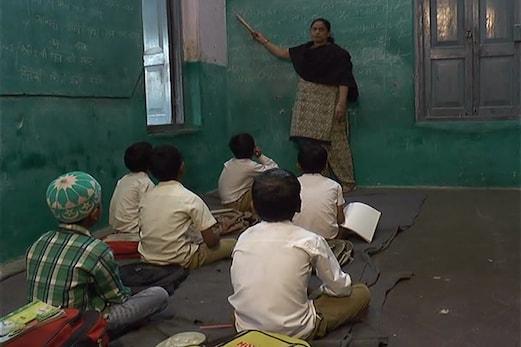مدھیہ پردیش کے ضلع ہردہ کا واحد سرکاری اردو اسکول خستہ حالت میں