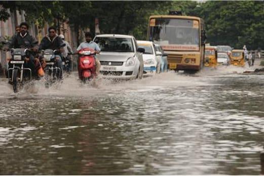 چنئی میں موسلادھار بارش سے زندگی مفلوج ، اب تک 12 افراد کی موت ، 8 دنوں سے لوگ بے حال