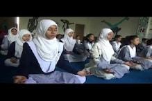 سلمیٰ انصاری کے مدرسہ چاچا نہرو میں طلبہ وطالبات کر رہے اوم اور اللہ کا ورد ساتھ ساتھ