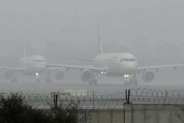 سرکاری ذرائع کے مطابق گہرے دھند اور رن وے پر ویژیبلٹی کا معیار انتہائی کم سطح پر ہونےکی وجہ سے تقریبا 20 پروازوں کو منسوخ کرنا پڑا۔