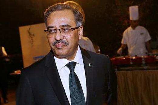 پریشان کرنے کے الزامات کے دوران پاکستان نے ہندوستان سےاپنے سفارت کار کو بلایا واپس