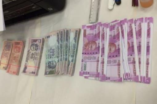 نئی دہلی: ملک کے بینکوں نے ابھی تک کے سب سے زیادہ نقلی نوٹ پکڑے ہیں۔ ساتھ ہی نوٹ بندی کے بعد مشتبہ لین دین میں 480فیصد اضافہ ہوا ہے۔