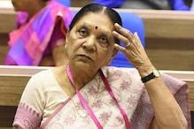 راج بھون میں بچوں کو گلّی ڈنڈا کھلارہی ہیں گورنر آنندی بین پٹیل