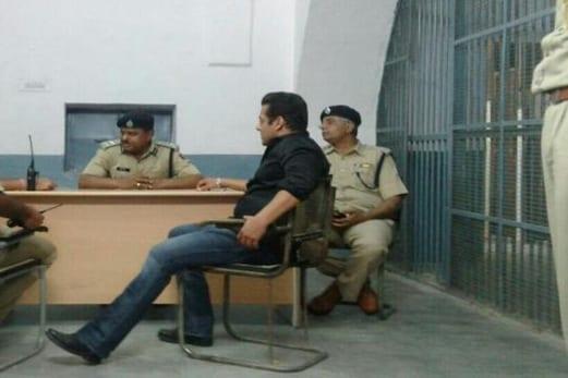 ہرن شکار کیس : سلمان خان کی ضمانت کی عرضی پر سماعت کل ، جیل میں ہی گزارنی ہوگی آج کی رات