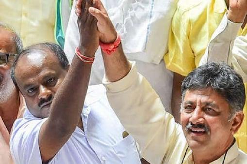 کرناٹک میں کانگریس جے ڈی ایس کے دوستی سے ایچ ڈی کمار سوامی نے 23 مئی کو وزیراعلیٰ عہدہ کا حلف لیا تھا۔ اس کے 8 دن بعد آخر کار کانگریس جے ڈی ایس کے درمیان قلمدان (وزارت)  کی تقسیم کو لے کراتفاق رائے بن گیا ہے۔