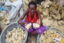 بھوک مٹانے کیلئے یہاں مٹی کی روٹیاں کھانے کو مجبور لوگ ، وائرل ہوا ویڈیو