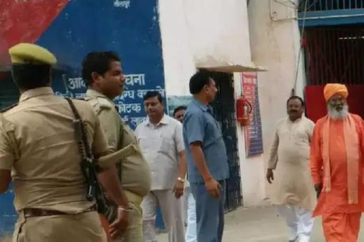 اناو عصمت دری معاملہ: بی جے پی ممبرپارلیمنٹ ساکشی مہاراج نےکلدیپ سنگھ سینگر سے کی ملاقات