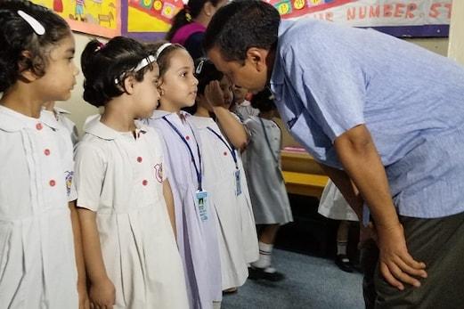 رابعہ گرلز اسکول پبلک اسکول کے بچوں سے ملے کیجریوال ، کہا قصورواروں کو بخشا نہیں جائے گا