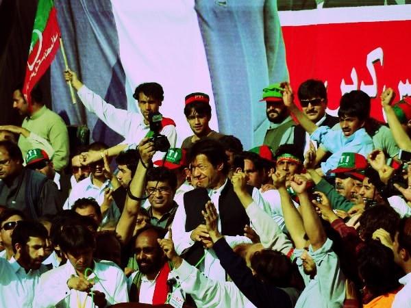 عمران نے 25 اپریل 1996 کو تحریک انصاف قائم کرکے سیاسی میدان میں قدم رکھا