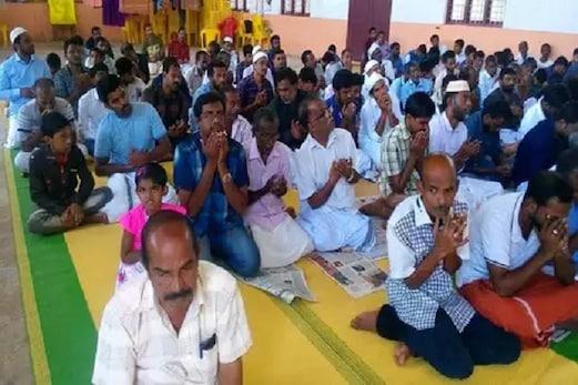 کیرالہ: سیلاب میں ڈوب گئی مسجد، ہندووں نے عیدالاضحیٰ کی نماز کے لئے کھول دیا مندر