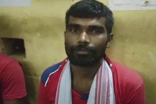 آسام میں 'کسنگ' بابا گرفتار، بوسہ لے کر خواتین کا کرتا تھا علاج