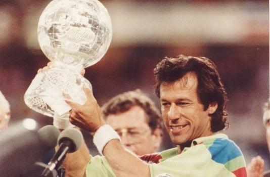 کرکٹکی دنیا میں بھی کیا اعلیٰ مقام حاصل، ان کی قیادت میں پاکستان نے 1992 میں عالمی کرکٹ کپ جیتا تھا