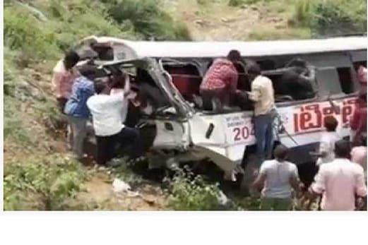 تلنگانہ بس حادثہ :  ضلع جگتیال میں آرٹی سی بس کھائی میں گر گئی ، 52مسافر ہلاک