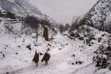تازہ برف باری کے بعد سرینگر۔ جموں قومی شاہراہ بند، کشمیر میں برفباری کی دیکھیں خوبصورت تصویریں