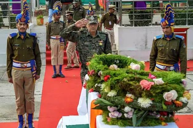 جموں و کشمیر کے پلوامہ میں ہوئے دہشت گردانہ حملہ میں 40 جوان شہید ہوگئے تھے۔