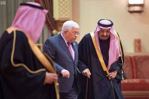 سعودی شاہ سلمان فلسطین کے صدر محمود عباس کے ساتھ دارالحکومت ریاض میں: فوٹو کریڈٹ العربیہ ڈاٹ نیٹ