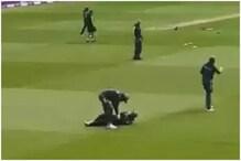 پاکستان کی ٹیم میں چلے 'لات - گھونسے'، کیچ چھوٹنے پرساتھی کھلاڑی نے میدان پرپیٹا