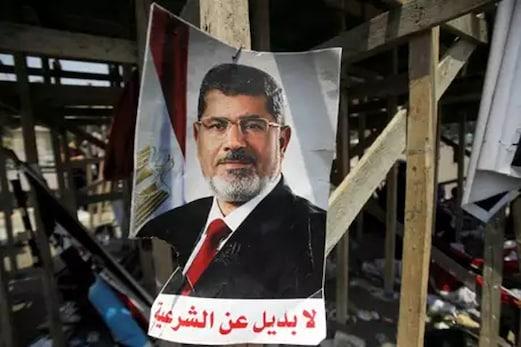 لڑکھڑا کر عدالت میں ہی گر پڑے مصر کے سابق صدر محمد مرسی ، 67 سال کی عمر میں موت