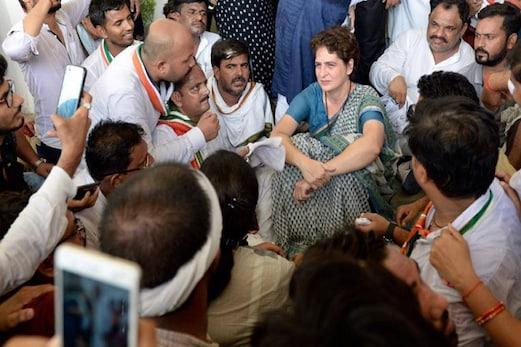 پرینکا گاندھی کو نہیں ملی سون بھدر جانے کی اجازت، مرزا پور میں ہوئی متاثرین سے ملاقات