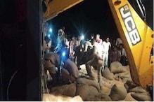 اترپردیش: بدایوں میں گیہوں سے لدا ٹرک چائےکی دکان پرپلٹا۔ 2 بچوں سمیت 7 کی موت