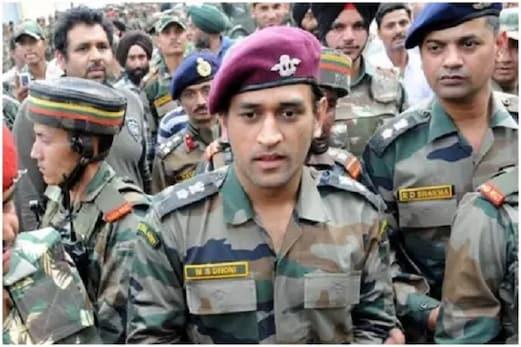 فوج کے جوانوں کے درمیان ٹیم انڈیا کے سابق کپتان ایم ایس دھونی نے گایا گانا: ویڈیو وائرل