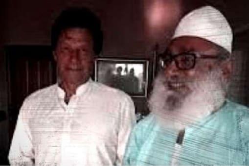 پاکستانی وزیر اعظم عمران خان کے ساتھ میاں مٹھو: فائل فوٹو