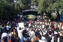 دہلی میں مظاہرہ کررہے پولیس اہلکاروں نے انتظامیہ کے سامنے رکھے یہ 6 مطالبات