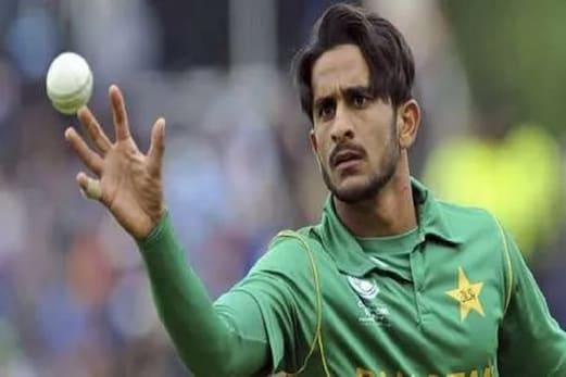 چوٹ کے سبب ٹیم سے باہرہوا تھا یہ پاکستانی کھلاڑی، ریمپ واک کرکے مشکل میں، دیکھیں ویڈیو