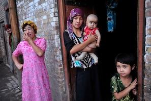 چین اویغور مسلمانوں کی نس بندی کرنا بند کرے: امریکہ