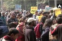 جے این یو میں طلبا کا احتجاج جاری: وائس چانسلرایم جگدیش کمار کے استعفیٰ کا مطالبہ