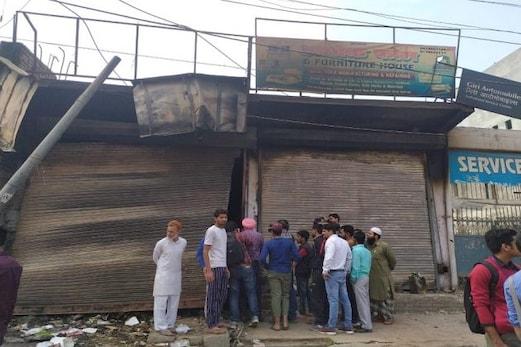 دہلی فسادگراؤنڈ رپورٹ:جلتی دکان کے عین سامنےفائربریگیڈموجود تھی، لیکن آگ نہیں بجھائی