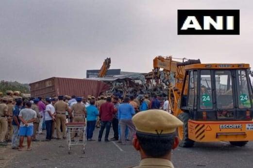 تملناڈو میں بڑا حادثہ: بس اور لاری میں بھیانک ٹکر، 20 کی موت اور 24 زخمی