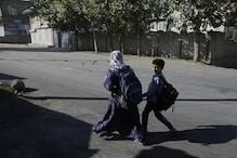 وادی کشمیر میں پھر سے کھلے اسکول، کلاس میں لوٹ کر خوش ہیں طلبہ
